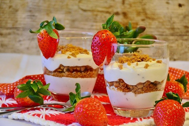 Yogurt oatmeal and strawberries as probiotics for a lupus diet